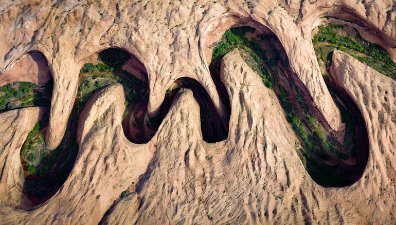 meandering-sandstone-canyon-Utah