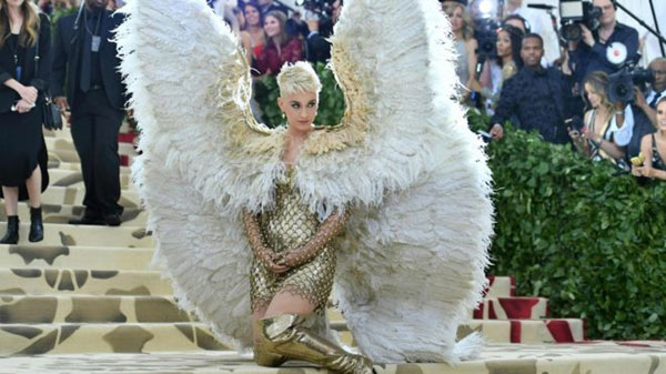Katy-Perry-wears-oversized-